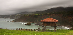 La Regalina (elosoenpersona) Tags: sea costa verde coast la mar spain stormy asturias cliffs rainy tormenta valdes horreo lluvioso hrreo cantabrico acantilados asturiano cadavedo regalina