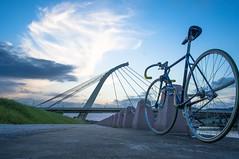 [想著] (funkyruru) Tags: sunset sky postprocessed bike 28mm cropped fixedgear pista ricoh a12 天空 河 gxr njs 自行車道 nagasawa 河濱 lolana 騎車快拍