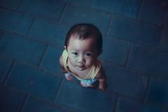 Upward (Jeremy Snell) Tags: china blue boy red portrait baby kid child chinese zhang jia upward kou 5dmkiii