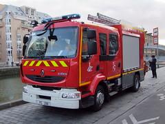 Renault RVI Midlum 220 PS Sides (chrispit1955) Tags: paris renault pompiers brigadedessapeurspompiersdeparis premiersecours ps208