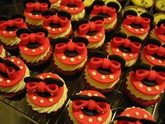 Laço Minnie (Confetti & Cupcakes) Tags: cake bar spider cupcakes high mini confetti evento bebê bolo casamento convite festa aniversário chá aranha marmita drika homen monter personalizados novaes gostosos decorados
