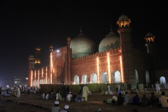 Badshahi Mosque By Muhammad Naeem Ghauri (naeem.ghauri) Tags: road camera trip morning trees houses pakistan mountain lake snow cold flower color green art beautiful beauty grass weather by clouds river garden golden landscapes photo amazing flickr heaven village natural image artistic photos earth top breath award best glacier adventure master valley finepix fujifilm paya kaghan sari kaghanvalley shogran nwfp lahore ul saif siri muhammad 2012 islamabad s800 naran naeem saifulmaluk mansehra kunhar naranvalley siripaye payee malook ghauri maluk siripaya s5800 malok saripayee
