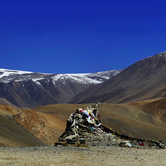 I wish you were here - Praying flags - Himalayan Landscapes - SQ (Mathias Kellermann (as Titus1st)) Tags: light red favorite mountain snow color colors field canon wonderful square stars landscape rouge eos fantastic mark lumire iii best 100views mineral 5d faves format neige fav himalaya paysage sq ladakh drapeau carr meilleur toile favoris 100viewed prayingflag classement formatcarr morethan100views 100vues worldtrekker bestfav mathiaskellermann priremontagne topclassement plusde100vues