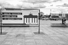 Die Wlfe sind zurck? (andrealinss) Tags: berlin bw blackandwhite berlinstreet berlinstreets raineropolka ausstellung exhibition andrealinss schwarzweiss street streetphotography streetfotografie diewlfesindzurck