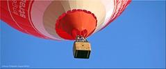 Niedrigflug - very low flight! (Jorbasa) Tags: hot air balloon ballon hotairballoon heisluftballon flug fahrt jorbasa hessen wetterau germany geotag mann himmel sky