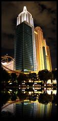 New York <-> York New - The New York New York Hotel - Las Vegas - USA (D. Pacheu) Tags: ville city building hotel newyorknewyork lasvegas pacheu usa nuit night lights reflet mirror