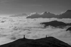 Per un cuore di donna o la spada di un re (VALERIA MORRONE  ) Tags: montagna montagne nuvole re regina king queen mountains bw bn valeria morrone nikon d60 regno cielo clouds kingdom