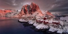 Pink sunrise (sgsierra) Tags: lofoten amanecer sunrise pink rosa red cabins cabaas fiordo agua