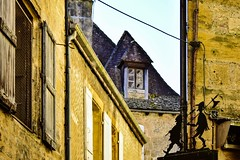 forse l'armata Brancaleone  passata da qui ... (miriam ulivi) Tags: miriamulivi nikod7200 francia prigord aquitania sarlatlacanda insegnainferrobattuto casemedievali tetti medievalhouses roofs