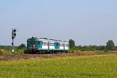 ALn668 1874 + 1847 (maurizio messa) Tags: railroad railway trains railcar bahn lombardia mau ferrovia treni pavese automotrice micette aln668 nikond40x triebzuge aln6681800 r4671