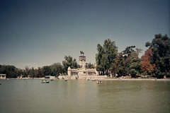(Maartin Warpy) Tags: madrid park film analog photography spain fotografie photographer retiro warpy buen maartin fotograaf parquedelbuenretiro elretiro monumenttoalfonsoxii buenretiropark maartinwarpy warpymaartin