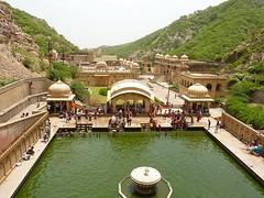 The pool for bathing at Galta (Emiel van den Boomen) Tags: india jaipur rajasthan monkeytemple galta