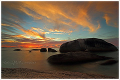 Sunset at Tanjung Tinggi (Jokoleo) Tags: blue sunset sea beach indonesia island pulau pantai tanjung tinggi belitung belitong
