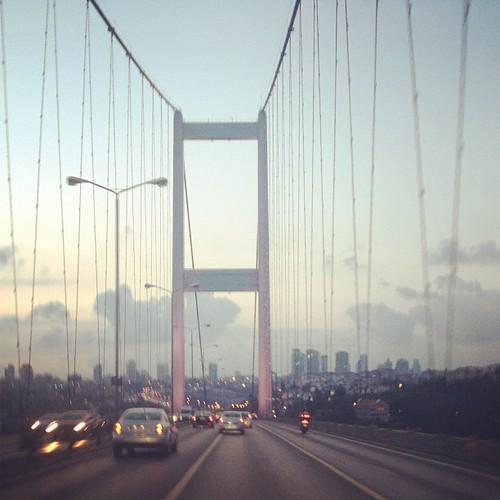 Güzel bir akşam İstanbul'da. Birazdan Dilek Türkan'ın sesi de gelecek. @dilekturkan #dilekturkan #istanbul #bosphorus