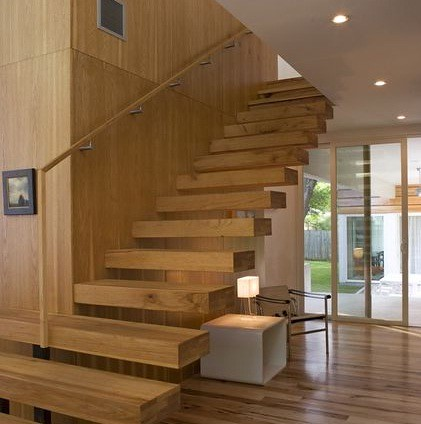 CANTIVERED STAIRCASE