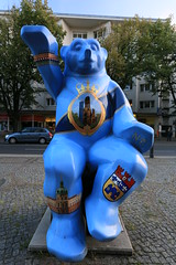 Berlin Buddy Bear (Pascal Volk) Tags: berlin charlottenburg berlincharlottenburgwilmersdorf buddybr unitedbuddybears bearsculpture brenskulptur wideangle weitwinkel superwideangle superweitwinkel ultrawideangle ultraweitwinkel ww wa sww swa uww uwa canoneos6d canonef1635mmf4lisusm 22mm