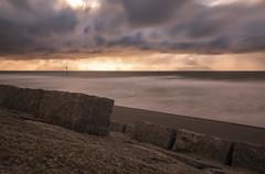 Arbeitslose Wellenbrecher (tan.ja1212) Tags: norderney sonnenuntergang sunset meer sand strand beach wellenbrecher breakwater lanzeitbelichtung lzb ndfilter