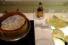 Dumplings for snacks (A. Wee) Tags: cathaypacific  thebridge  lounge hongkong hkg    china buffet counter