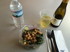 201609012 Amtrak cafe car snack (taigatrommelchen) Tags: 20160835 movingmeals railway railroad train onboard speisewagen diningcar food meal snack amtrak