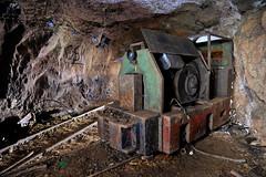 Un petit locotracteur (flallier) Tags: mine underground souterraine souterrain bauxite aluminium loco locomotive locotracteur rails voieferre chemindefer voietroite tunnel