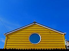 Yellow and Blue (r4foto) Tags: beachhuts yellow yellowbeachhut teignmouth