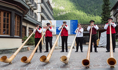 Alpine horns (Vibrimage) Tags: summer music alps switzerland nationalcostume 24105l 5d3 canon5dmark3 alpinehorms