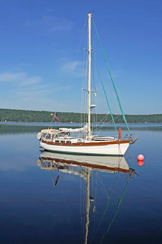 red canada reflection sailboat boats novascotia harbour flag sony ships free american dennis jarvis loyalist buoy shelburne iamcanadian freepicture dennisjarvis archer10 dennisgjarvis nex7 18200diiiivc