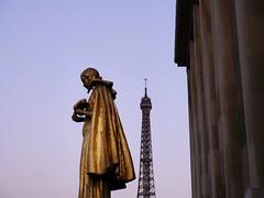 Esplanade du Trocadro (gc6paris) Tags: paris museum gold tour place or statues eiffel muse esplanade palais trocadero ombres