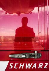 Schwarz (Lens felicis) Tags: street portrait selfportrait black self germany deutschland sony streetphotography portrt bodensee schwarz 2012 lakekonstanz selbstportrt nex strassenfotografie nex5 sonynex5