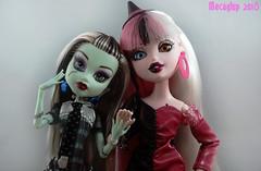 Frankie and Cloetta (Mecaglup) Tags: dolls mga mattel bratz heterochromia frankiestein monsterhigh bratzillaz cloettaspelletta