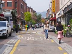 Bukchon Hanok Village (Travis Estell) Tags: bukchonhanokvillage jongno jongnogu korea republicofkorea seoul sharedstreet southkorea