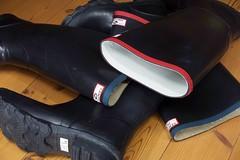 Dawn of a New Century (essex_mud_explorer) Tags: rubber wellington boots wellies wellingtons wellingtonboots rubberboots gummistiefel gumboots rainboots rainwear rubberlaarzen century gates madeinbritain vintage redtrim bluetrim redtops bluetops