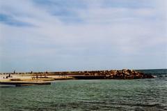 Paseo Martimo de Torrevieja (Eu W) Tags: beach paseo martimo torrevieja playa mar sea carme pinos promenade asa asahi asahipentaxk1000 ana analogic pentax