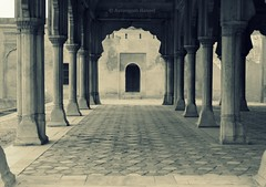 And when you get there, it becomes complicated (AurangzebH) Tags: pakistan fort lahore
