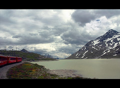 Lago Bianco .... (*Lie ... on a short break ... !) Tags: red rot clouds train rouge schweiz switzerland suisse wolken zug nuages rood trein lacblanc zwitserland whitelake rhtischebahn lagobianco alpgrm kantongraubnden cantonofgraubunden dreigendewolken android40 smartphonesonyericssonxperia