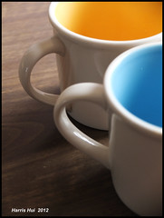 Pair X1010e (Harris Hui (in search of light)) Tags: light two stilllife canada vancouver composition mugs colorful colours fuji bc pair richmond cups simplicity mugshot happycouple fujifilm minimalism simple windowlight digitalcompact kitchenstilllife beautyinthemundane homephotography harrishui vancouverdslrshooter fujix10 oneislonely twoarehappy