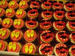 Detalhes Minnie (Confetti & Cupcakes) Tags: cake bar spider cupcakes high mini confetti evento beb bolo casamento convite festa aniversrio ch aranha marmita drika homen monter personalizados novaes gostosos decorados
