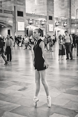 Ballet Dancing at Grand Central VII (Uwe Seiler) Tags: new york usa nikon 18200 d70nikon vrii yorknikon usanikon d7000 vriinikon 20120725 d70nikond7000 usa20120725 usad7000 usausanew