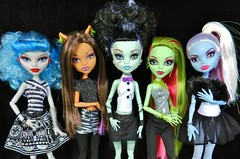 monster high dolls (Laila X) Tags: abbey monster dead high wolf doll dolls venus dot frankie tired stein rule mattel ghouls yelps ghoulia clawdeen monsterhigh monsterhighdolls bominable mcflytrap