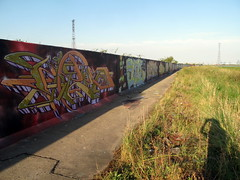 Lakeside graffiti (duncan) Tags: graffiti lakeside fable ethos ethosfable