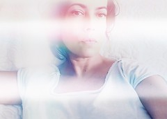 (Vallelitoral) Tags: woman mujer girl chica mirada look style chic cool amor love cute nice retro vintage iphone iphonegraphy selfie app flickr flickraward retrato portrait face cara beauty beautiful light luz white blanco halo