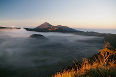 Sunrise, Mount Gunung Bromo, Java Island, Indonesia (ARNAUD_Z_VOYAGE) Tags: mount gunung bromo java island indonesia landscape boat sea southeast asia borneo people nature amazing color mountain massif volcano sunrise tengger semeru national park sand cemoro lawang cloud clouds brahma penanjakan