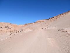 """Le désert d'Atacama: el Valle de la Muerte (la Vallée de la Mort). La dernière partie monte, et dans le sable, c'est galère... ;) <a style=""""margin-left:10px; font-size:0.8em;"""" href=""""http://www.flickr.com/photos/127723101@N04/28938105200/"""" target=""""_blank"""">@flickr</a>"""