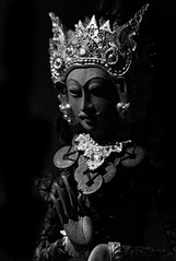 Light In The Dark (TablinumCarlson) Tags: indonesia indonesien asien asia bali buddha darkness dunkelheit sw bw black white lowkey lowkes leica m8 m 90mm summicron denpasar statue museum lightinthedark dark hate love liebe hass puputanplatz puputan negeri propinsi