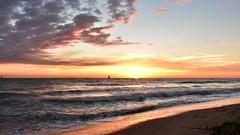 O Sol desponta (Andr Felipe Carvalho) Tags: vento peroba icapu cear jangada pesca pescador nikon d7200 18300 alvorada sol nascente goldenhour