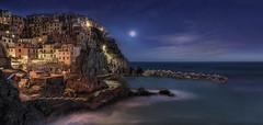 Full moon at Manarola (Giovanni Giannandrea) Tags: manarola cinqueterre liguria italy moon