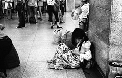 Waiting / 等 (sailwings) Tags: china people blackandwhite bw film streetphotography documentary contax g2 nanjing ilford delta400