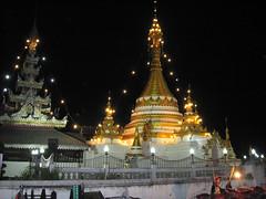 Mae Hong Son, Northern Thailand (east med wanderer) Tags: lake thailand buddhist buddhism wat maehongson worldtrekker totallythailand