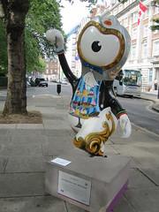 UK - London - Olympic Mascots - Afternoon Tea Wenlock (JulesFoto) Tags: uk england london mayfair wenlock london2012 grosvenorsquare olympicmascots