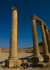 Roman Forum, Jerash, Kordan (Eric Lafforgue) Tags: history archaeology horizontal stone architecture outdoors temple photography ancient day arch roman religion middleeast nobody nopeople jordan arabia column custom ancientcivilization thepast romanforum jerash jordanien jordanie jordania 125 antiquities placeofworship templeofartemis ancientrome gerasa  giordania traveldestinations colorimage antoninuspius  hashemitekingdomofjordan buildingexterior romancity oldruin jarash  jordani rdn internationallandmark alurdun mediterraneanculture jordnia  yordania colourpicture  iordania   middleeasternculture jordnsko     theovalpiazza